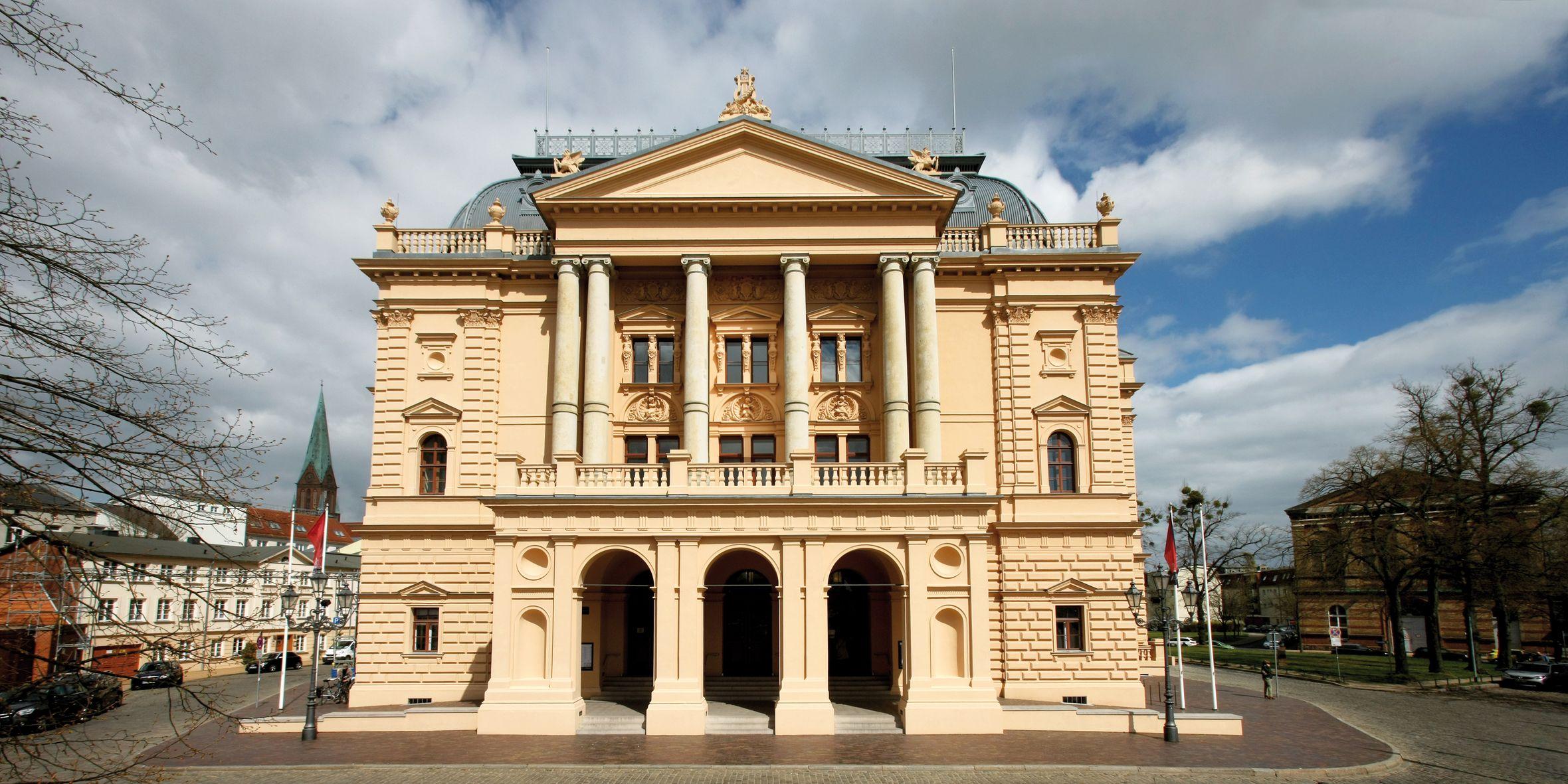 Mecklenburgisches Staatstheater - Azubicard Schwerin